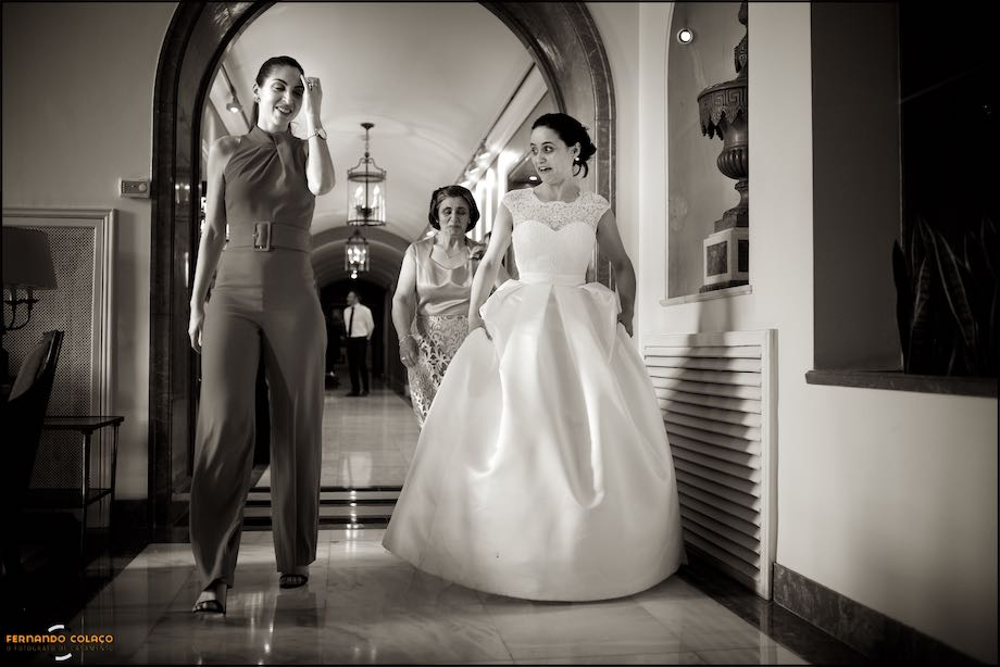 Bride with guests walking at Palácio Estoril Hotel Golf & Wellness at the wedding.